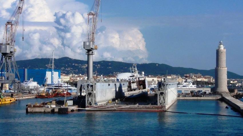 Nave Urania Bacino carenaggio Mediterraneo, porto Livorno