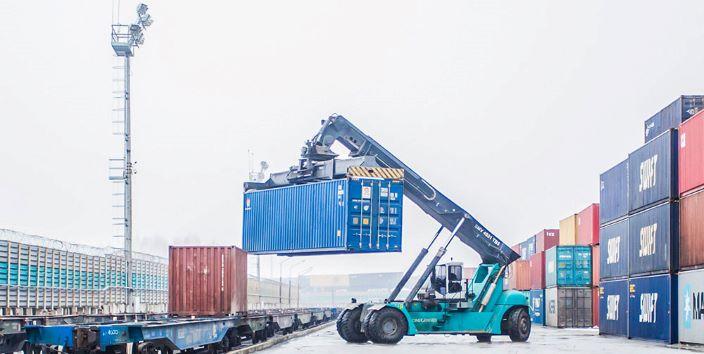 lavoro nel porto, container, gru, mezzi meccanici sicurezza lavoro nei porti